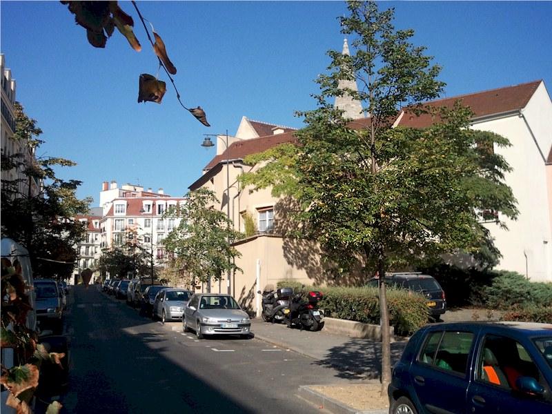 Hotel des Bains à deux pas de l'église St Rémi au centre de Maisons-Alfort